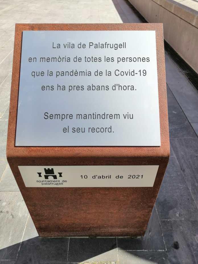 placa en record víctimes Covid-19 Palafrugell
