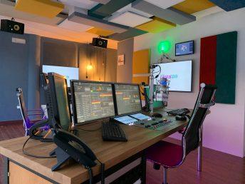 Imatge del nou estudi de Ràdio Capital des del lloc del locutor