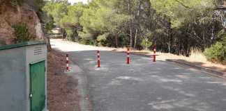 privat:-l'ajuntament-restringeix-temporalment-amb-pilones-el-pas-de-vehicles-al-cami-d'acces-al-cim-del-puig-rodo