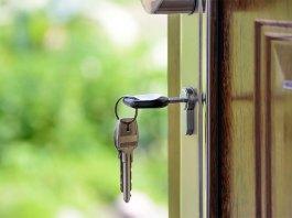 privat:-oferta-publica-d'habitatge:-la-fundacio-hospital-sant-carles-treu-a-licitacio-dos-pisos-de-lloguer-i-una-casa-a-renda-reduida