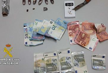 La Guardia Civil detiene a un varón por tráfico de drogas en la localidad de Moguer