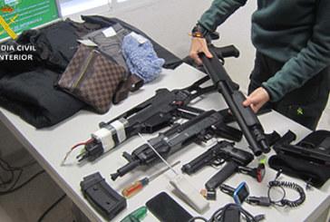 La Guardia Civil ha detenido a cuatro personas que robaban en el interior de vehículos estacionados en centros comerciales de Aljaraque y Huelva