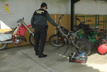 Valverde del Carmino | La Guardia Civil detiene a tres personas recuperando dos motocicletas y varios objetos de un robo en un domicilio