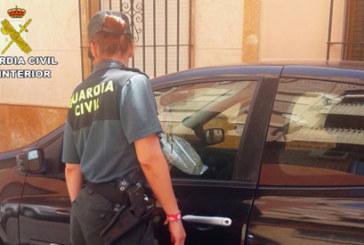 Pozo del Camino | La Guardia Civil gracias a la colaboración ciudadana sorprende a un varón robando un vehículo