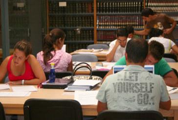 La Biblioteca Municipal de Cartaya amplía su fondo bibliográfico con nuevos libros de cara al verano
