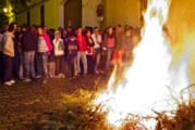 Trigueros se vuelca con sus tradicionales candelas en honor a su patrón San Antonio Abad