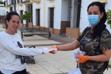 Cartaya reparte 'Mascarillas Solidarias' para la salida de los menores