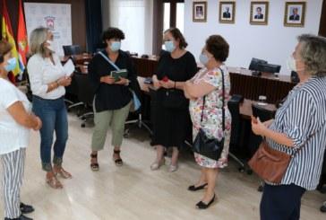 El Ayuntamiento y la Asociación de Amas de Casa estrechan su colaboración para el desarrollo de nuevos proyectos en Cartaya