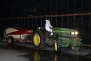 Los agricultores vuelven a desinfectar las calles de Cartaya a partir de las once de la noche