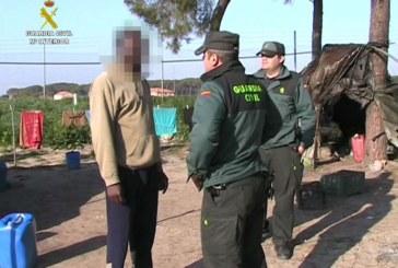 Villarrasa   La Guardia Civil detiene a catorce personas, dos de ellas los cabecillas de la trama, que facilitaban empadronamientos falsos a inmigrantes