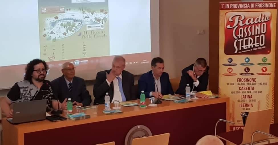 """Cassino – Conto alla rovescia per l'apertura del """"bosco delle favole"""". Oggi la conferenza stampa di presentazione. Spettacoli dal 29 giugno al 29 luglio"""