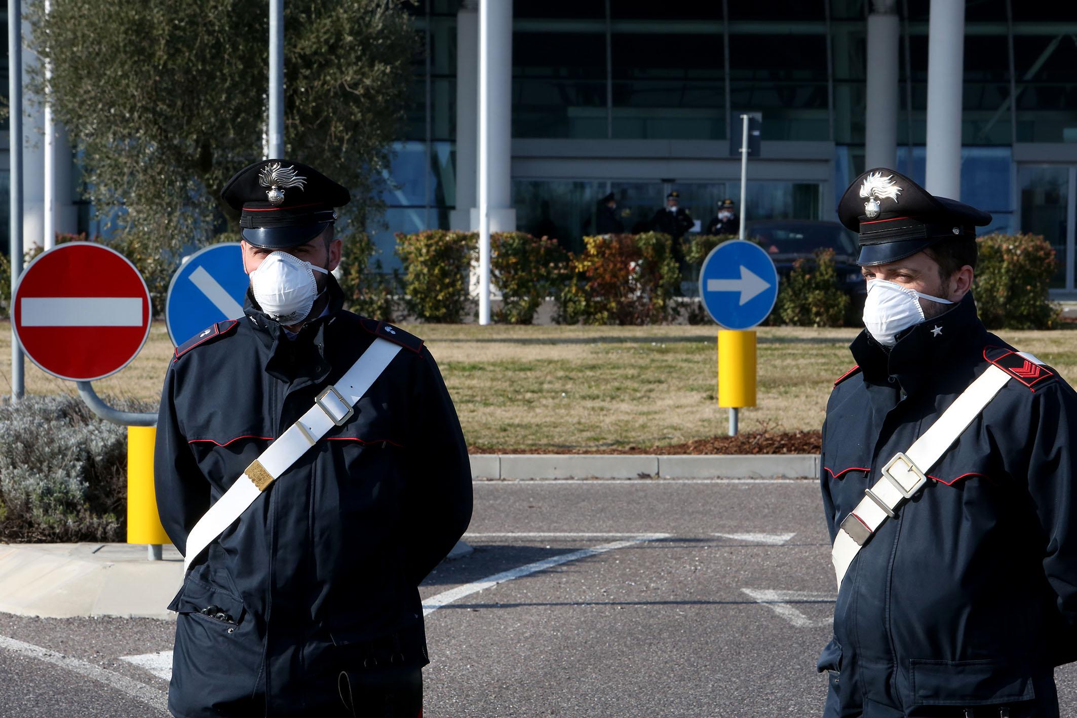 Cassino – Coronavirus. Litigano per strada … senza guanti e mascherina.  Sorpresi e sanzionati dai carabinieri. Chiusure provvisorie per due bar di  Cassino e Villa Latina - RadioCassinoStereo