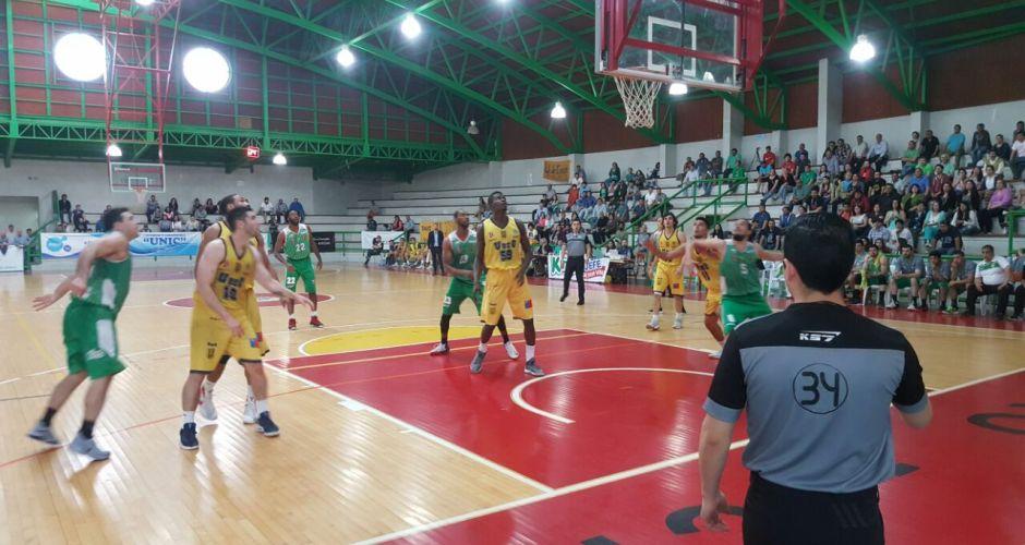 Deportes Castro logra un triunfo en complejo fin de semana