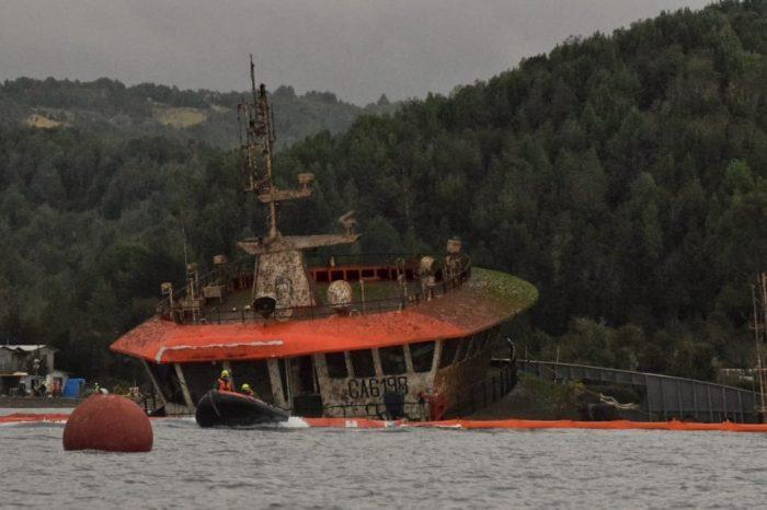 Chonchi: exitosa maniobra de adrizamiento de wellboat hundido en Pilpilehue.