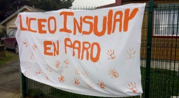 Achao: alumnos de Liceo Insular realizaron paro de advertencia.