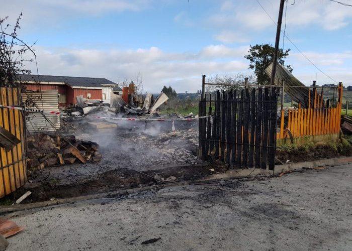 Castro: dos menores y un adulto fallecieron en voraz incendio ocurrido en sector Llau Llao.