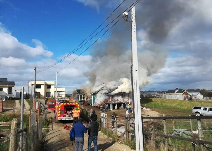 Castro: incendio afectó a vivienda ubicada en sector Pid Pid.