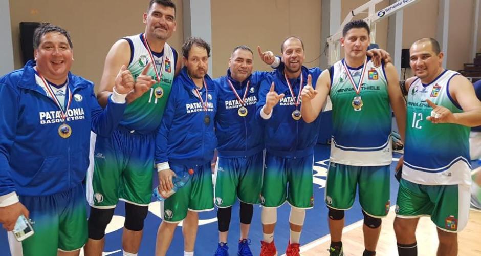 Con chilotes en la cancha Puerto Montt es campeón de Maxibásquetbol