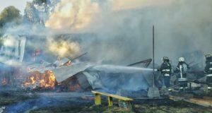 Quellón: autoridades se reunieron con comunidad de sector Trincao tras incendio de la escuela.