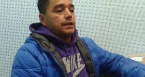Javier Trujillo se acerca a la banca de Chonchi