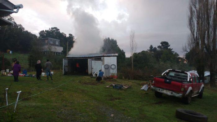 Ancud: incendio afectó a una bodega.