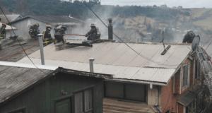 Castro: incendio afectó a vivienda de dos pisos.