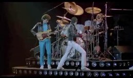 Queen-Montreal-We-will-rock-you