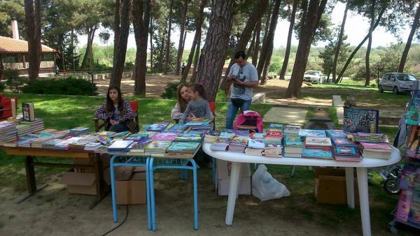 Το βιβλιοπωλείο Ιωαννίδου συμμετείχε με πολλούς τίτλους βιβλίων και παραμυθιών και με πολύ όμορφο προσωπικό.