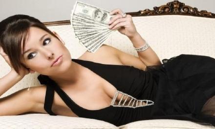 Gli uomini preferiscono le donne o i soldi?