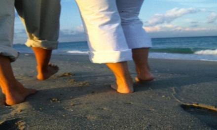 Gli uomini rallentano il passo se camminano con la partner.