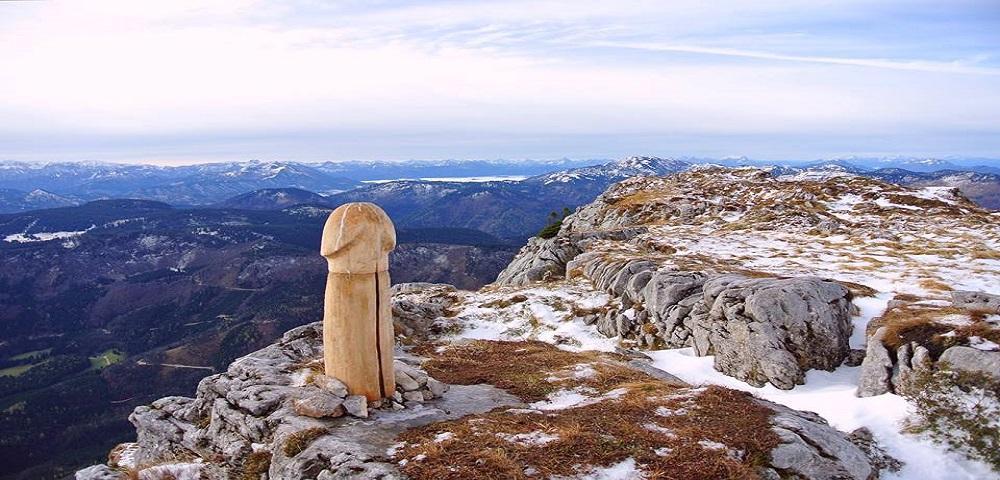 Quel pene gigante apparso sulle Alpi austriache
