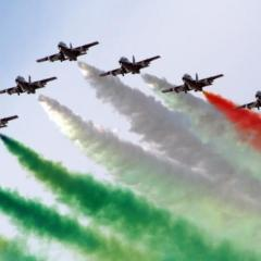 Frecce Tricolori in volo per abbracciare l'Italia ferita