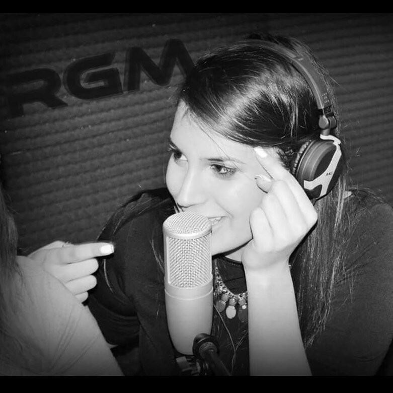 Angela staltari staff Radio Gioiosa Marina Speaker