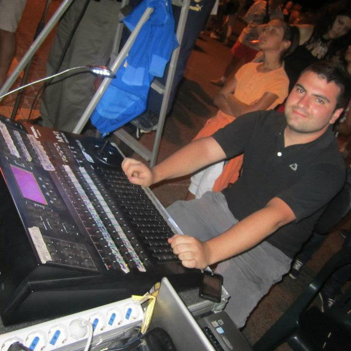 Staff di Radio Gioiosa Marina - Marco Lucà al mixer luci RGM Service Audio Luci