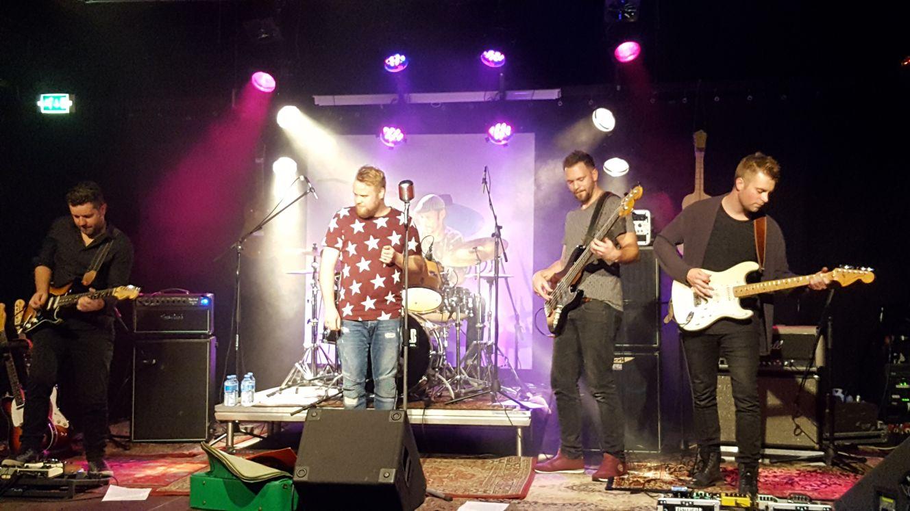 Live optreden van Easterfield bij Crossroad Blues