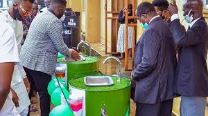 Resourceful Nigerians turn Drums into Handwashing Basins