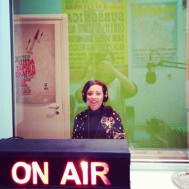 Magda Masano negli studi di Radio Lab