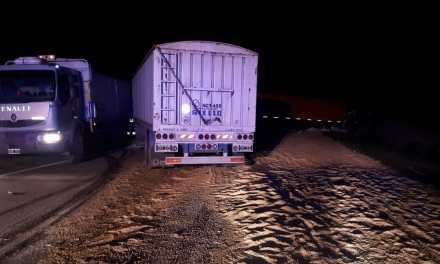 Colisión entre camiones durante la madrugada