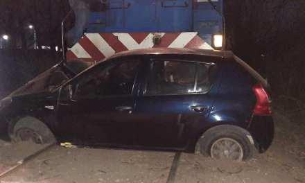 El tren arrastró más de 100 metros a un vehículo