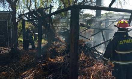 Incendio de un quincho en Las Parejas