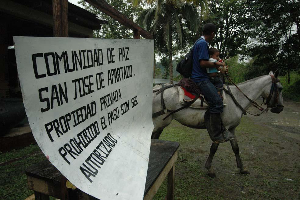 Urabá Todas las veredas de San José de Apartadó bajo control de paramilitares - san_jose_de_apartado_lusi_benavides_4