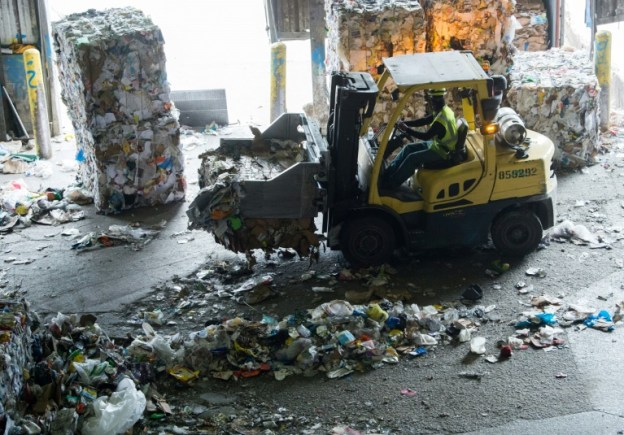 El reciclaje se acumula en EEUU porque China no lo quiere más - 34fbb4b211ee6a84235f13b957d8179fda6209b2-300x209