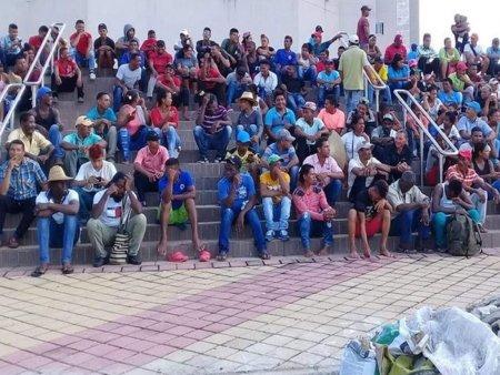 Con lleno total los campesinos de Bolívar exigen cumplimiento - campesinos-bolivar-exigen-foto_1_