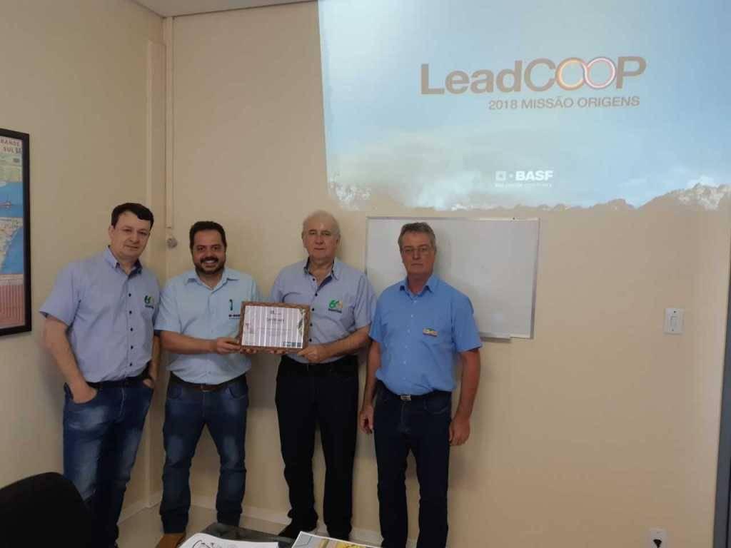 Coopatrigo recebe certificado de excelência em vendas da Basf