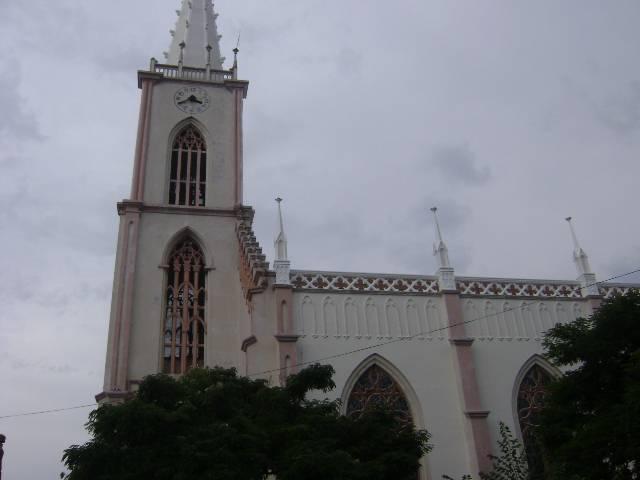 Igreja Matriz de São Luiz Gonzaga começa a receber nova pintura externa