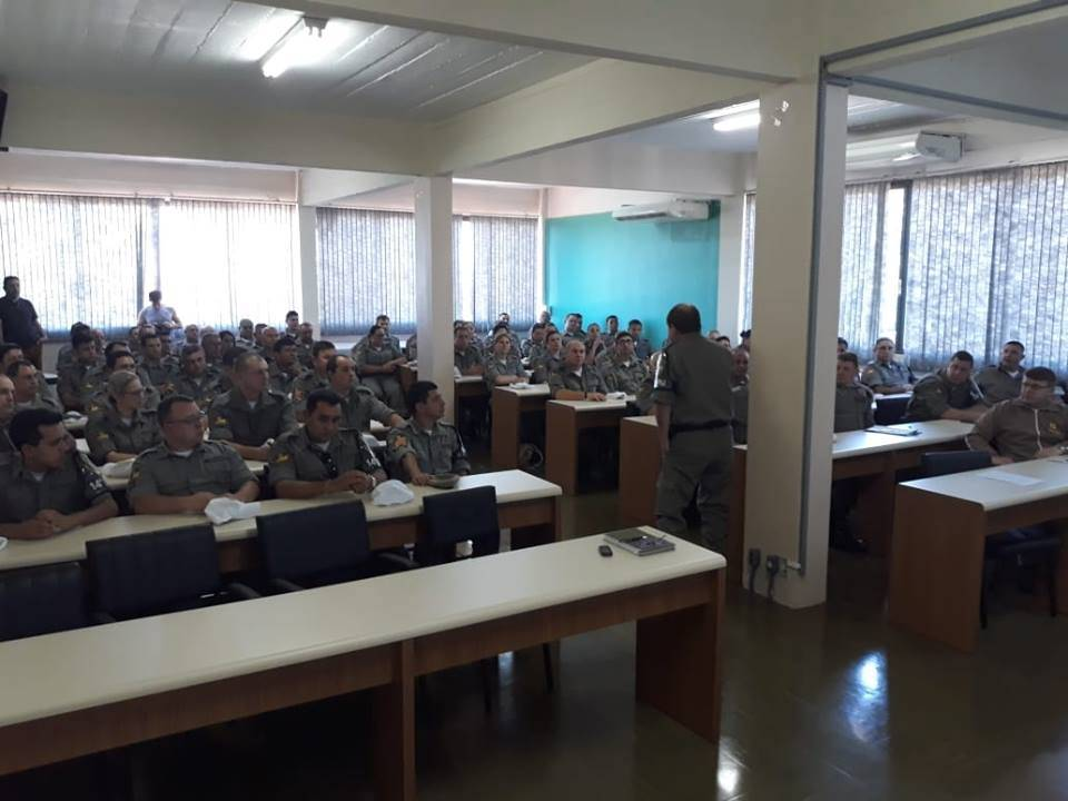 Policiais militares que impediram assalto à banco na região recebem homenagem do comando do 14° BPM