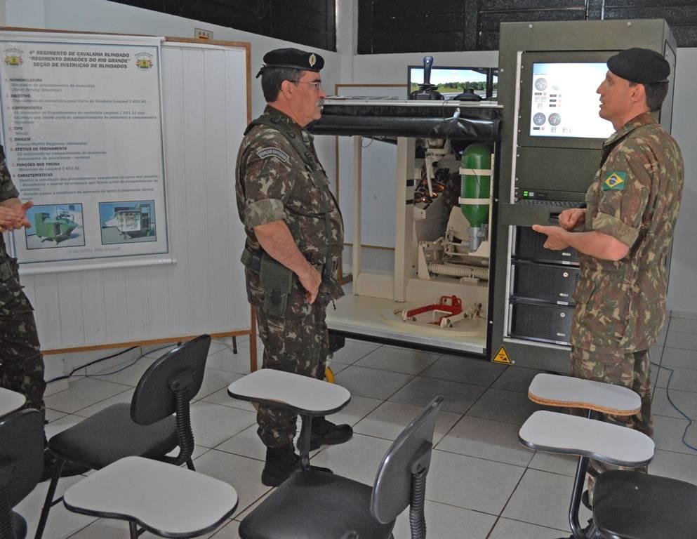 Comandante da 3ª Divisão de Exército, General Sinott visitou 4° RCB