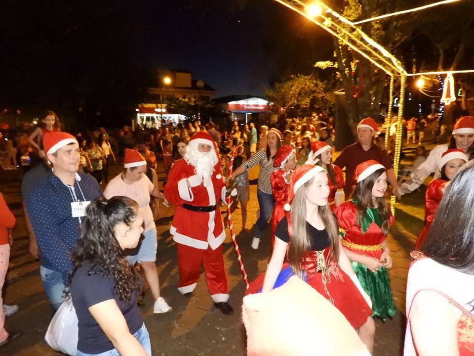 Natal Luz dos Anjos foi aberto oficialmente em Roque Gonzales