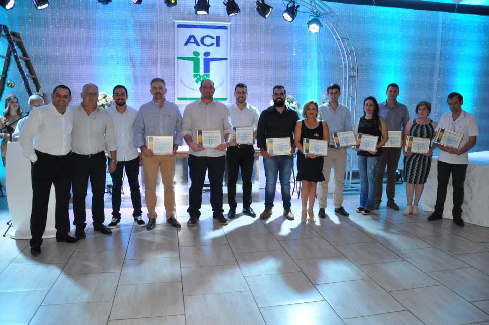 Homenagens marcaram jantar de confraternização da ACI de São Luiz Gonzaga
