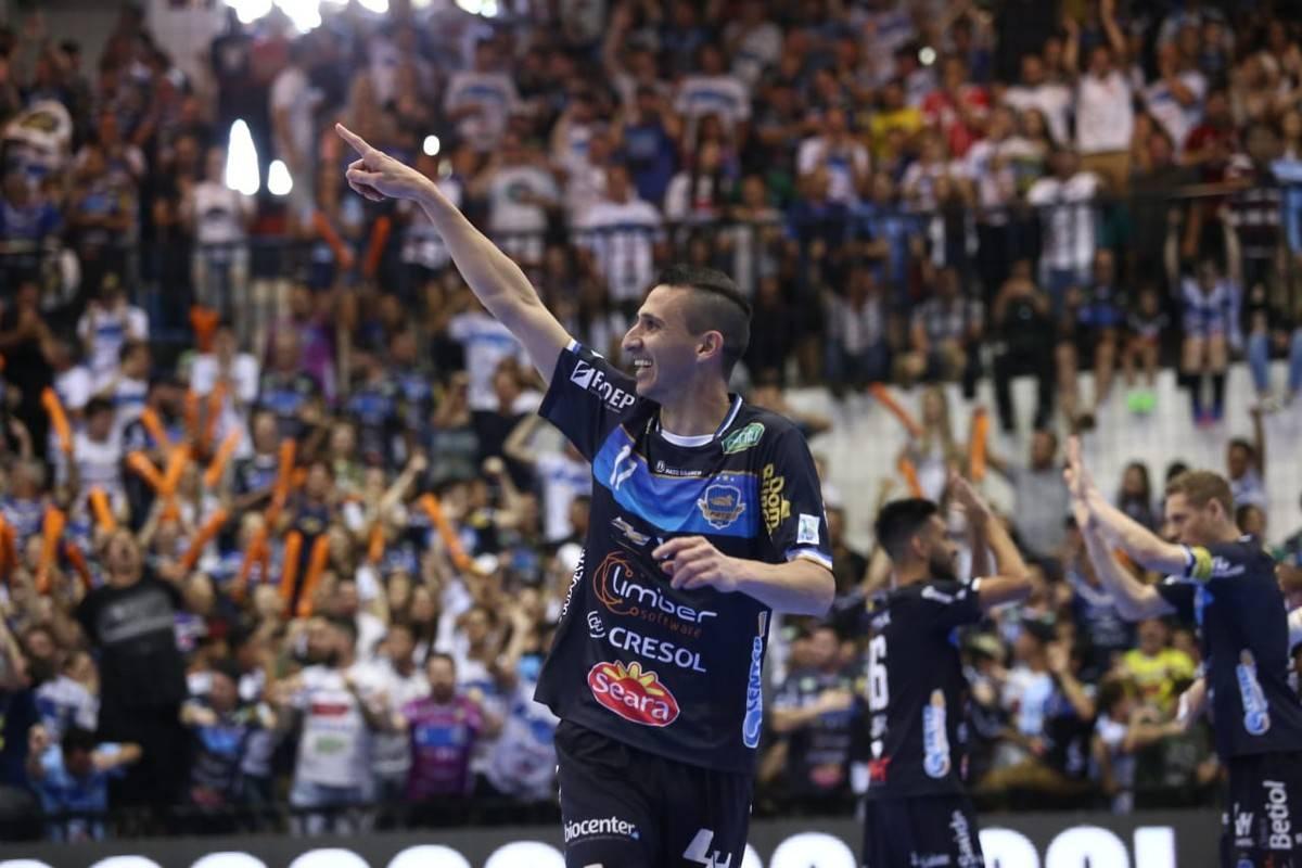 """Entrevista com """"Di Maria"""" jogador são luizense que é destaque na Liga Nacional de Futsal"""